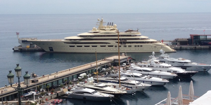 Jacht Dilbar in haven Monaco